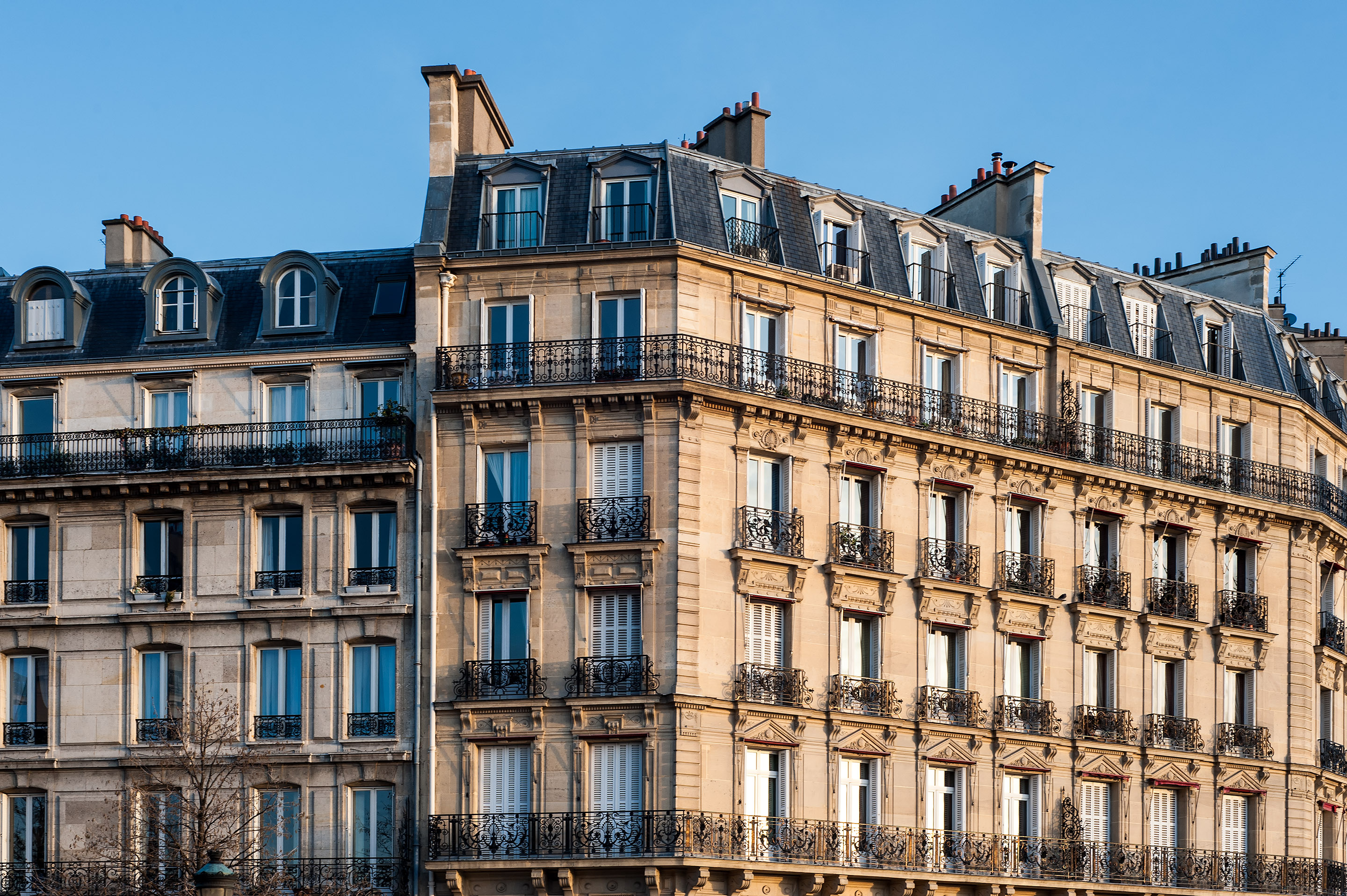 Apartment Building in Paris - JuMoSc