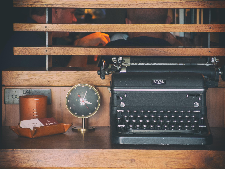 Royal-Typwriter-in-Honor-Bar-Beverly-Hills